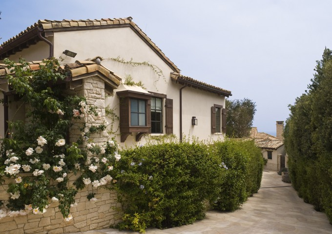 Encinal Bluffs Family Compound